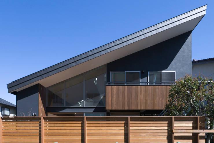 南側外観: 松本剛建築研究室が手掛けた家です。