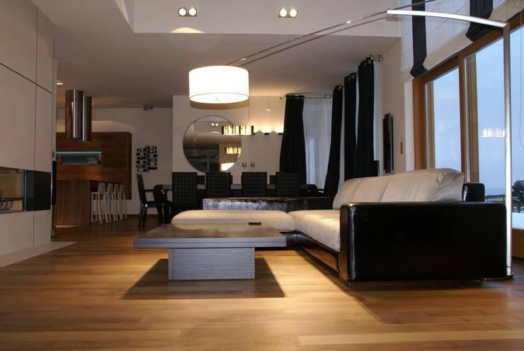 Dom z basenem w Krakowie: styl , w kategorii Salon zaprojektowany przez Architektura Wnętrz Daria Zaremba