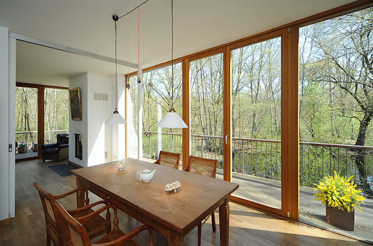 Dining room by Carlos Zwick Architekten