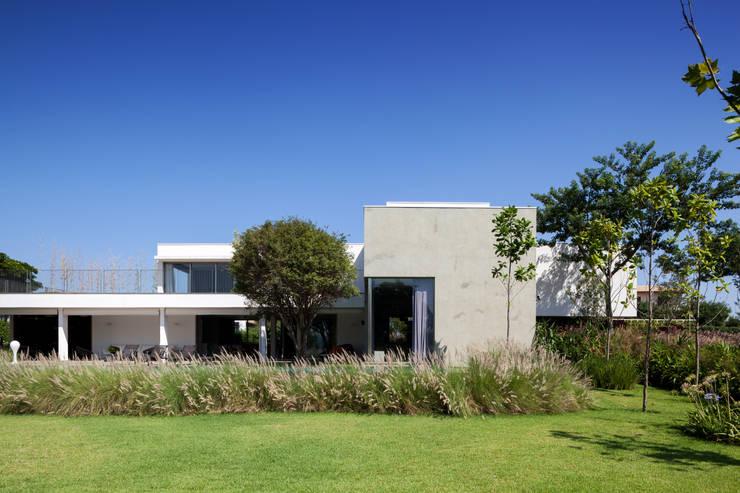 Casas de estilo minimalista de Consuelo Jorge Arquitetos