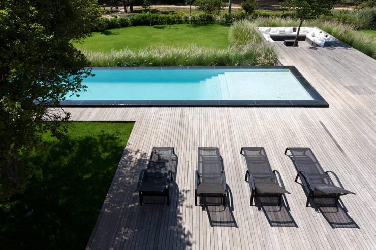 Casa em Itu: Piscinas minimalistas por Consuelo Jorge Arquitetos
