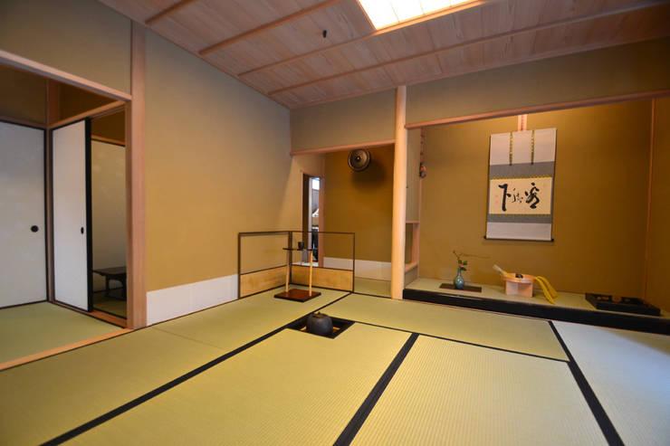 和田山の数寄屋: もやい建築事務所が手掛けた和室です。
