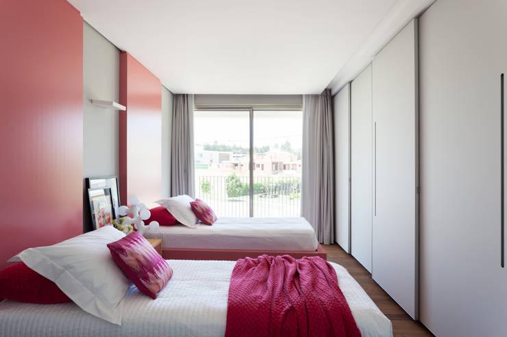 minimalistic Nursery/kid's room by Consuelo Jorge Arquitetos