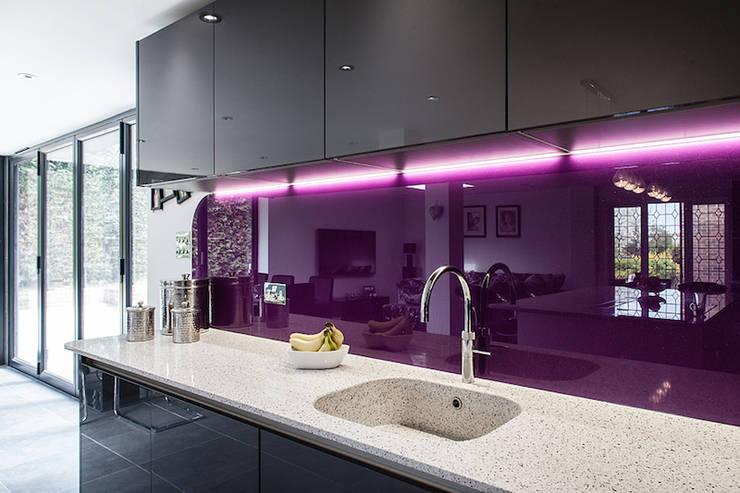 Essex Glamour: modern Kitchen by Nic  Antony Architects Ltd
