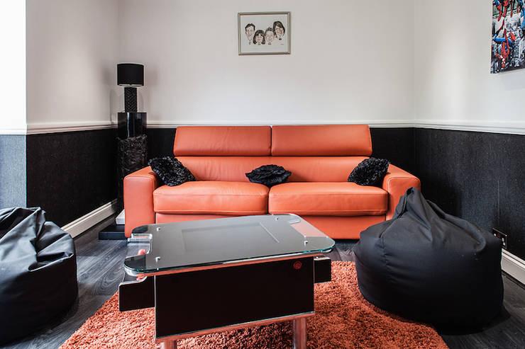 klasieke Mediakamer door Nic  Antony Architects Ltd