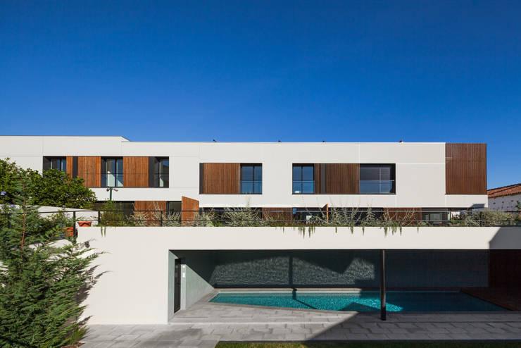 Piscines  de style  par Estúdio Urbano Arquitectos , Minimaliste