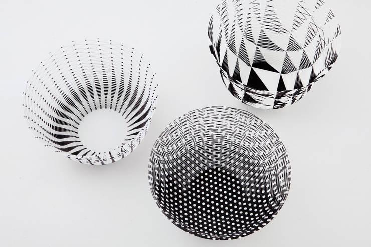 Air Vase zwart en wit: modern  door Kleuroptafel, Modern