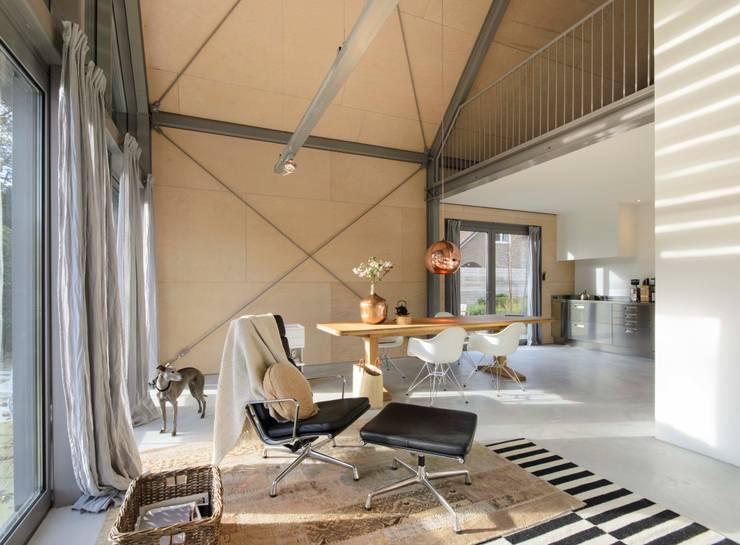ห้องนั่งเล่น by Blok Kats van Veen Architecten