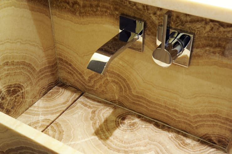 LUXEMBOURG: Salle de bains de style  par ZOEVOX - Fabrice Ausset