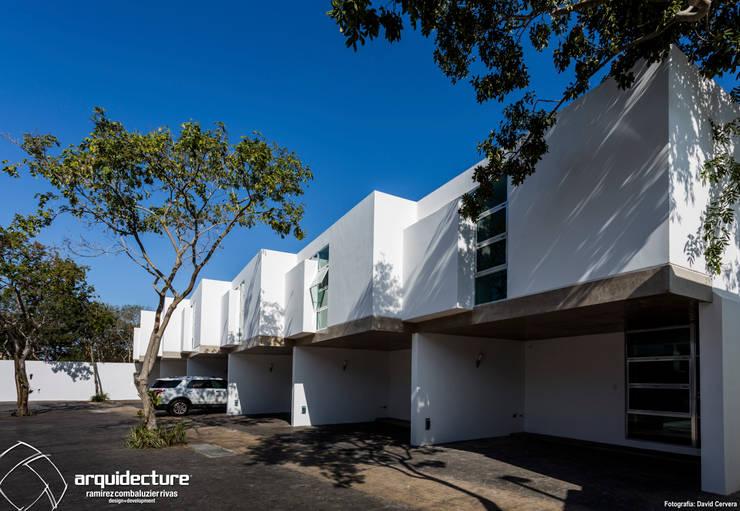 Fachadas Villas Sur: Casas de estilo  por Grupo Arquidecture