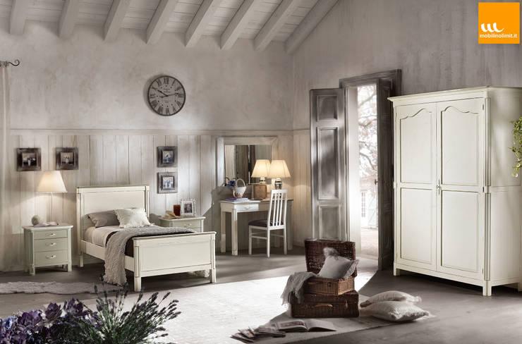 Camera da letto Shabby Chic : Camera da letto in stile  di Mobilinolimit