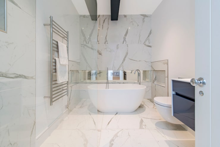 Marble and exposed steels: modern Bathroom by Balance Property Ltd