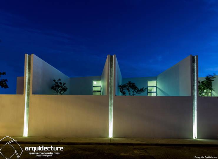 Fachada Norte: Casas de estilo  por Grupo Arquidecture