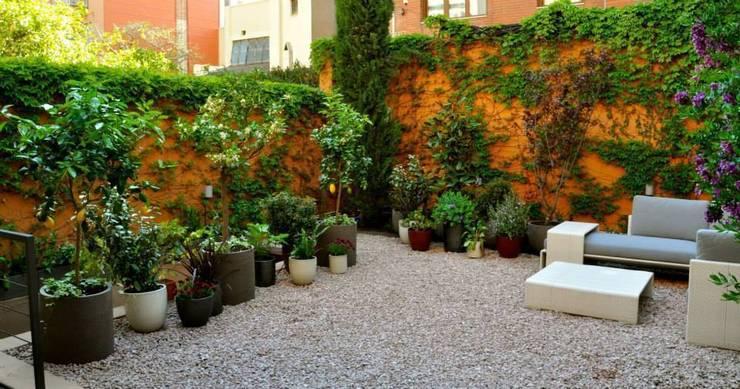 Jardines de estilo  por ésverd - jardineria & paisatgisme