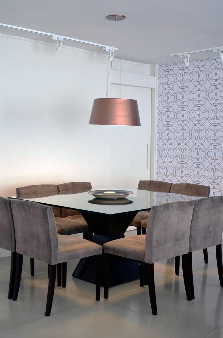 Dining room by Mmaverick Arquitetura,