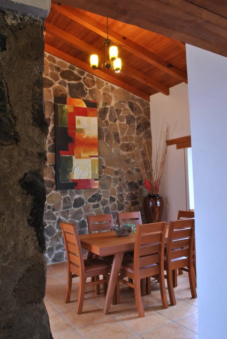 Master suite.: Hoteles de estilo  por Dovela Interiorismo