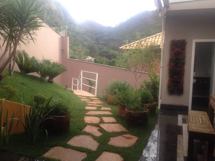 Projeto Paisagístico Residencial – 2014: Jardins  por Rizck Paisagismo