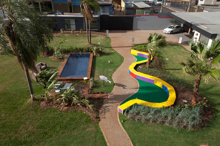 Jardim das Cores - Casa Cor MS 2014: Jardins  por Adines Ferreira Paisagismo,Moderno