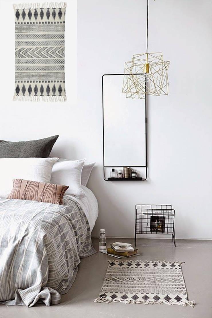 .: Dormitorios de estilo  de Muebles Capsir