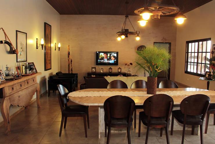 Casa de Fazenda : Casas  por Celia Beatriz Arquitetura,