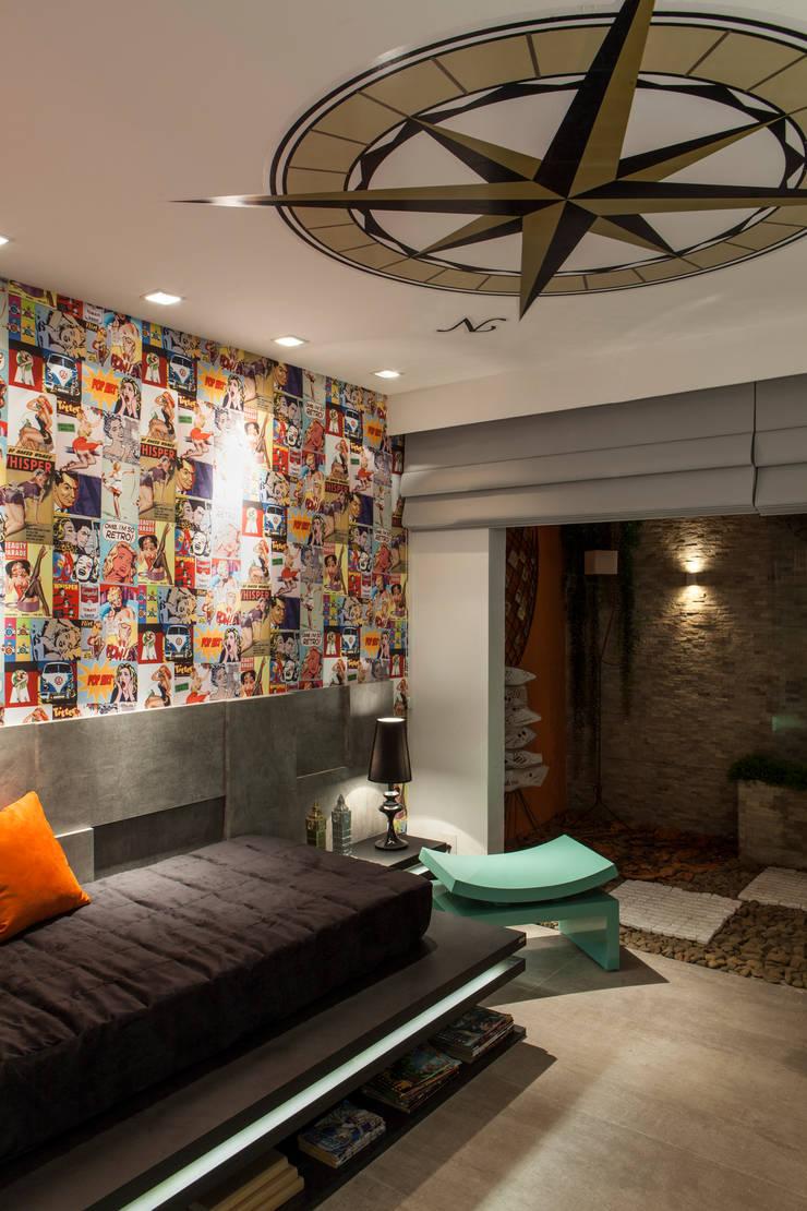 Suíte Rapaz – Casa Cor 2014 Pernambuco: Quartos  por Celia Beatriz Arquitetura