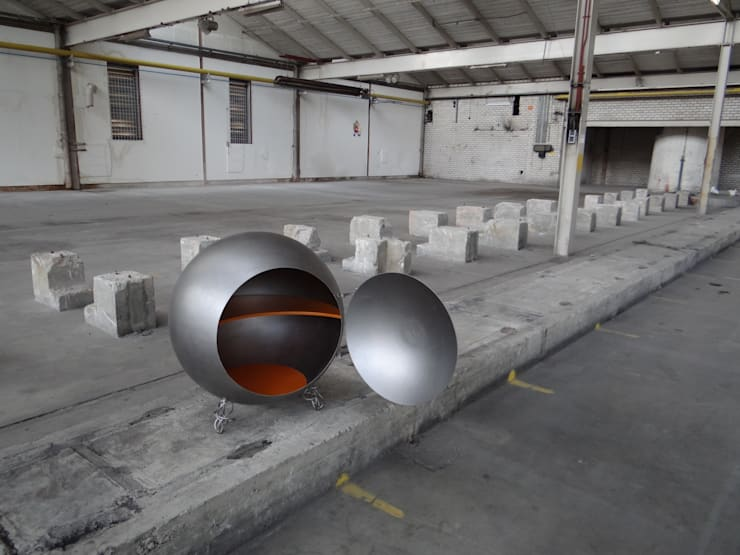 Sphere Cupboard:   door Robert van den Herik