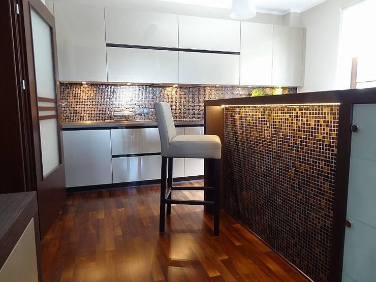 Mozaiki z płytek: styl , w kategorii Kuchnia zaprojektowany przez Deeco