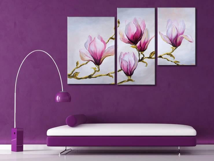 Quadri fiori: Soggiorno in stile  di BIMAGO.it