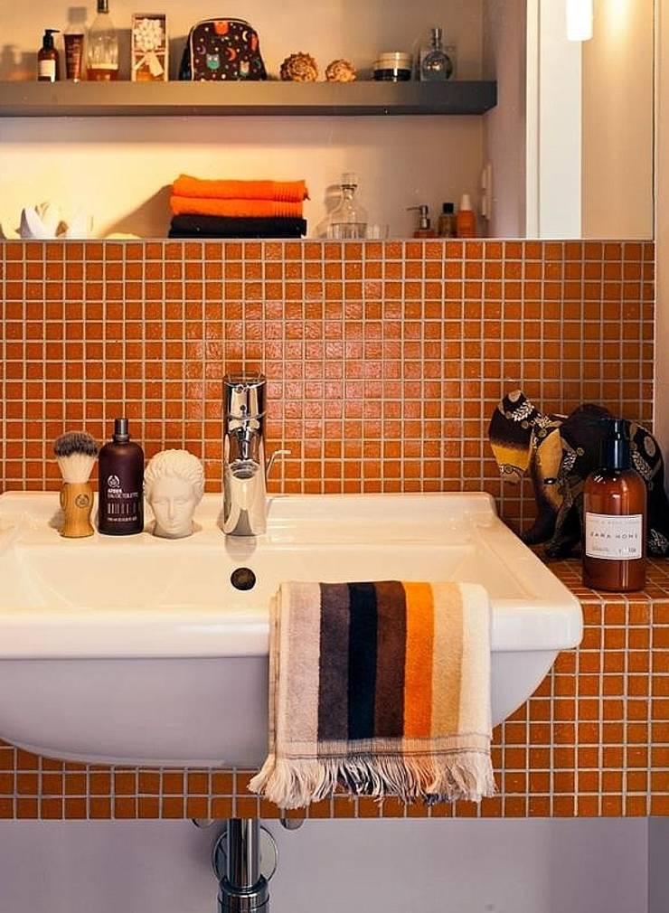 Mozaiki z płytek: styl , w kategorii Łazienka zaprojektowany przez Deeco