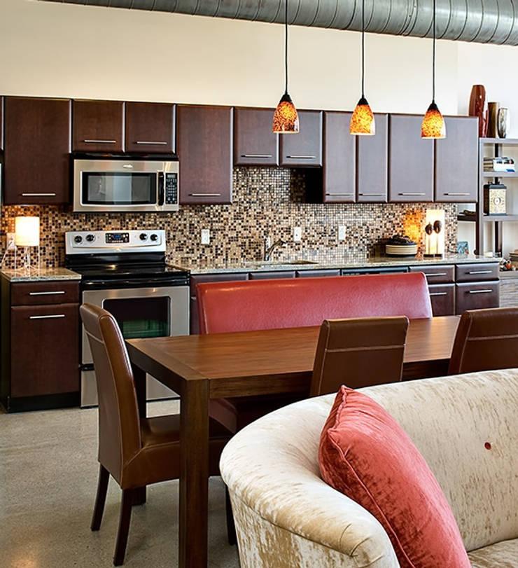 Ruang Makan oleh Deeco, Modern
