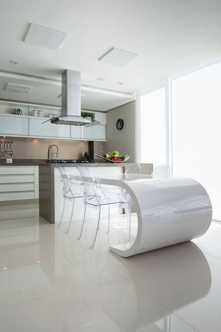 Residência: Cozinhas  por Andreia Benini Arquiteta,Moderno