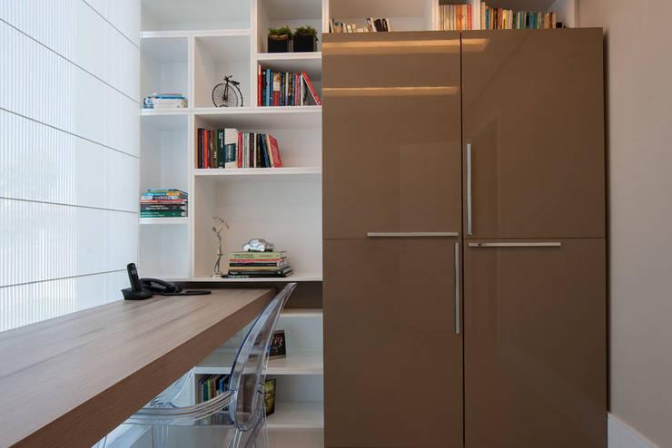 Residência: Escritórios  por Andreia Benini Arquiteta