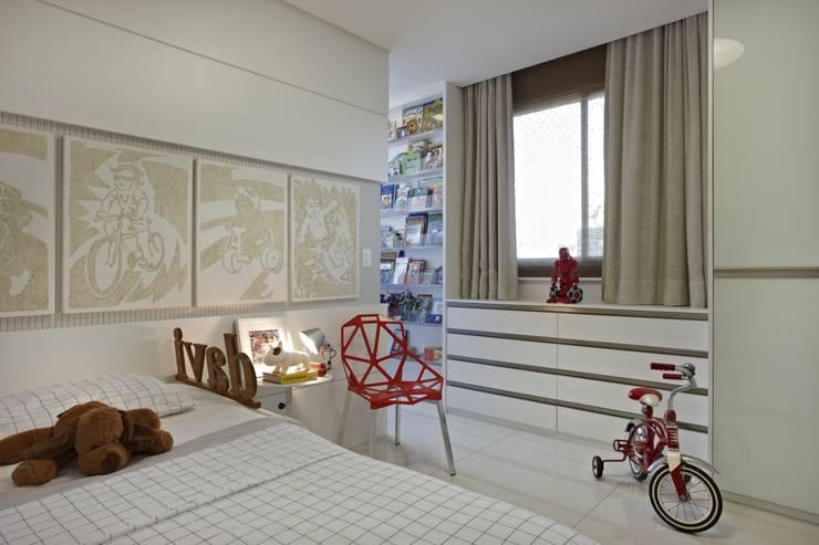 Apartamento Ninho: Quarto infantil  por Coutinho+Vilela