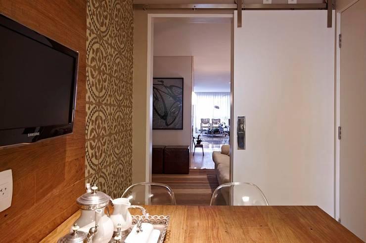 Apartamento Ninho: Cozinhas  por Coutinho+Vilela