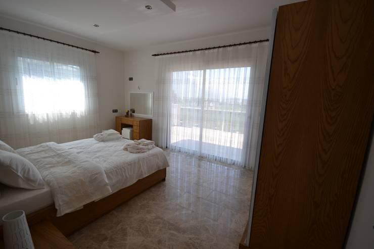 AKTİF PERDE – FETHİYE DE BİR VİLLA:  tarz Yatak Odası
