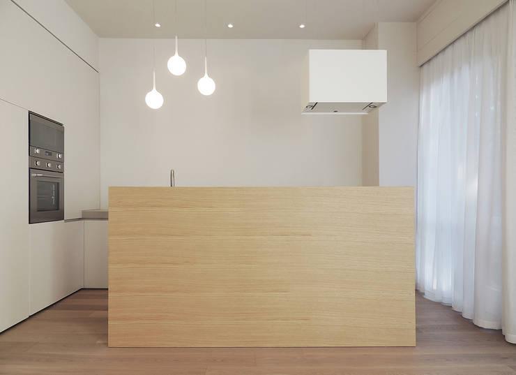 © Diego Collini Federica Stagni : Cucina in stile in stile Minimalista di diegocolliniarchitetto