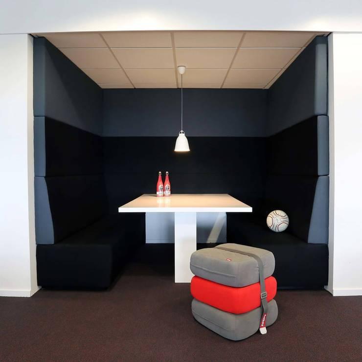 Kantoren AFC AJAX Amsterdam: modern  door STUDIO CBiD, Modern