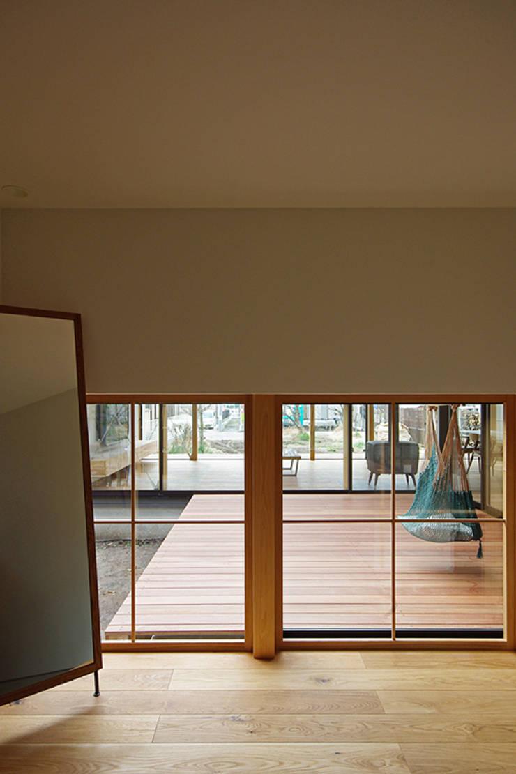 玄関: 空間建築-傳 一級建築士事務所が手掛けた廊下 & 玄関です。