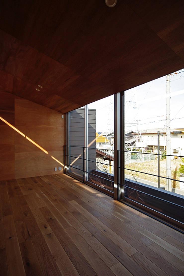 子供部屋: 空間建築-傳 一級建築士事務所が手掛けた子供部屋です。