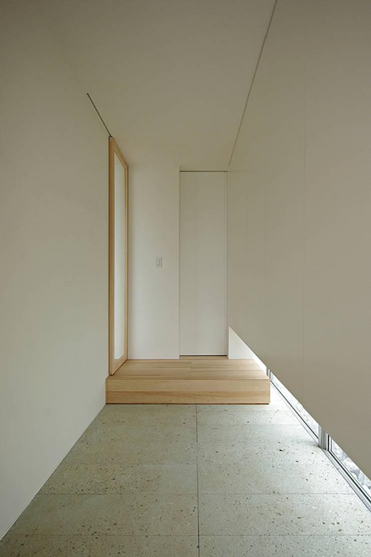 玄関: 株式会社 空間建築-傳が手掛けた廊下 & 玄関です。