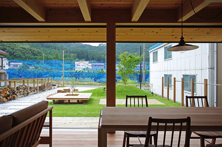 Jardines de estilo  por 空間建築-傳 一級建築士事務所