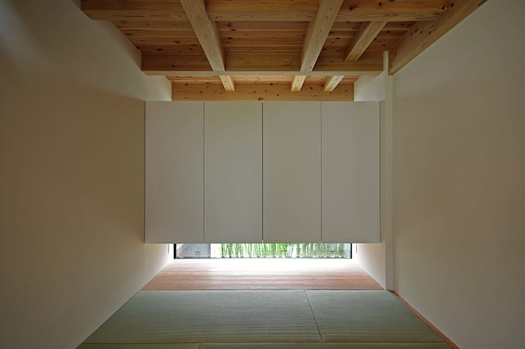 asian Media room by 空間建築-傳 一級建築士事務所