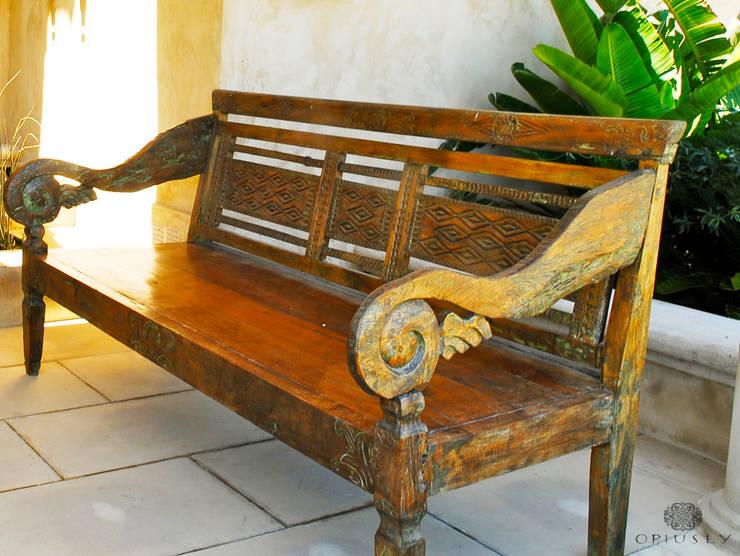 Bancas antiguas de Indonesia: Jardines de estilo  por Opiusly