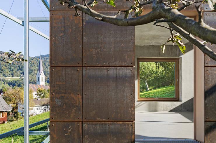 Metallfassade von Spiegel Fassadenbau:  Häuser von Spiegel Fassadenbau