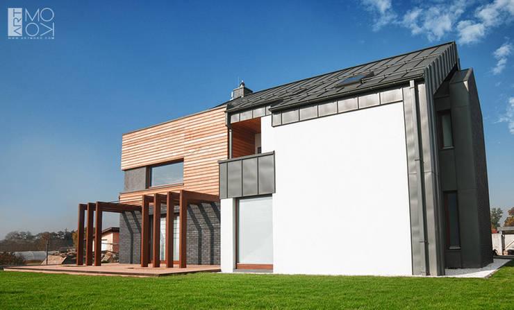 Taras rezydencji: styl , w kategorii Domy zaprojektowany przez Pracownia projektowa artMOKO