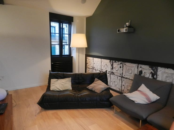 Rénovation d'un appartement centre ville Fougères: Salon de style de style Industriel par NEWDECO