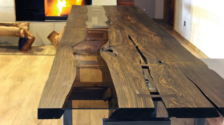 Bog oak tables: styl , w kategorii Salon zaprojektowany przez Old Wood Design