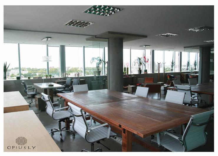 Otros muebles de Opiusly II: Oficinas y locales comerciales de estilo  por Opiusly ,