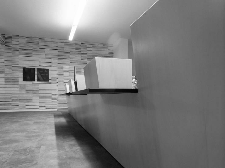 Estudios y biblioteca de estilo  por Studio Zero85, Minimalista