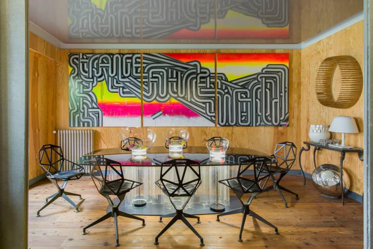 VICTOR HUGO: Salle à manger de style  par ZOEVOX - Fabrice Ausset